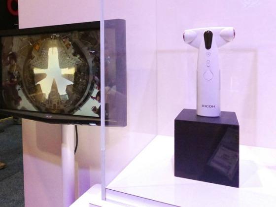 理光展示可Wi-Fi连接的360度全景相机