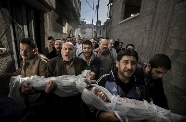 世界新闻摄影奖一等奖:Gaza Burial/加沙的葬礼