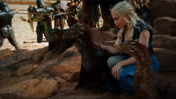 《权力的游戏》第三季剧照之龙母与龙