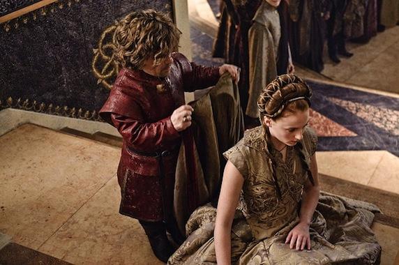 《权力的游戏》第三季剧照之小恶魔与珊莎成亲