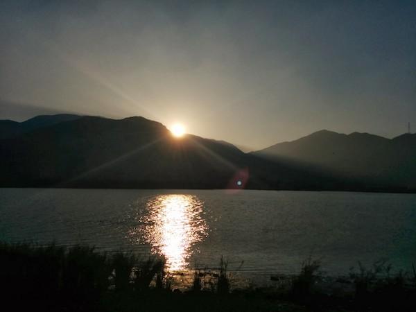 黄杨河落日