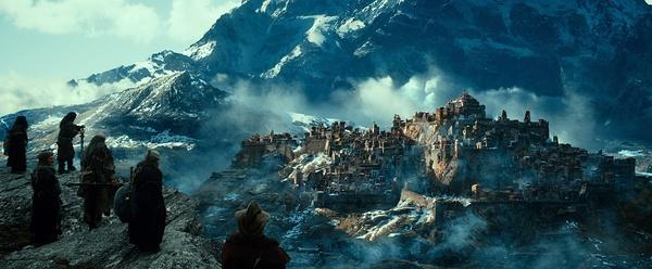 《霍比特人2:史矛革之战》 剧照之孤山脚下