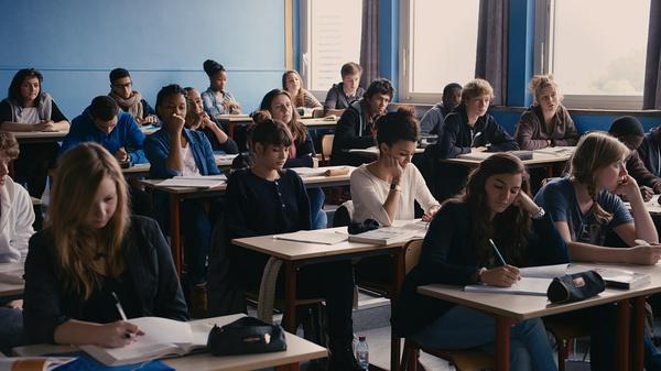 《阿黛尔的生活》 的剧照之高中生活